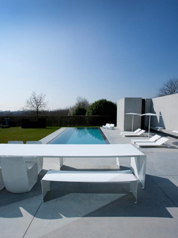 Arredo piscina design arredo da esterno progetto mdf italia for Arredo piscina