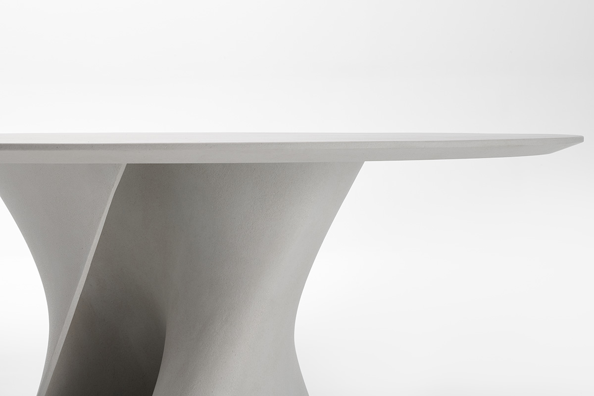 S Table Design Round And Oval Shaped Tables In Cristalplant And