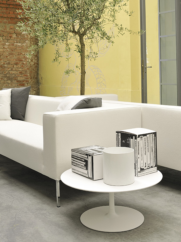 Flow low table single colour round shaped coffee tables for Mdf italia spa