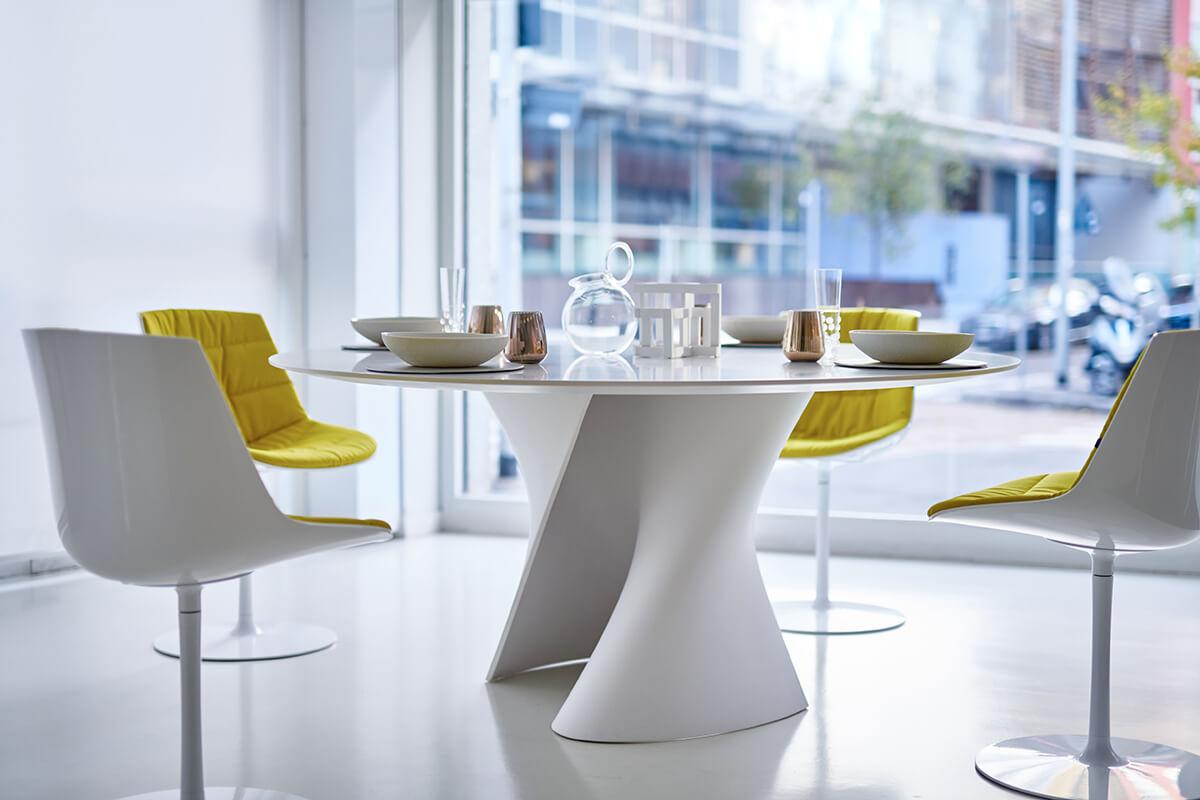 Tavolo Tondo Laccato Bianco.S Table Tavoli Rotondi E Ovali Dal Design Morbido Mdf Italia